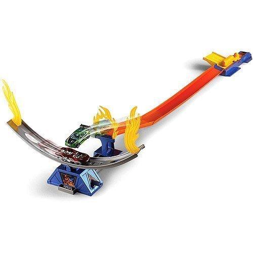 Hot Wheels Daredevil Crash Track Set with Hotwheels Car Track Launcher Ramp