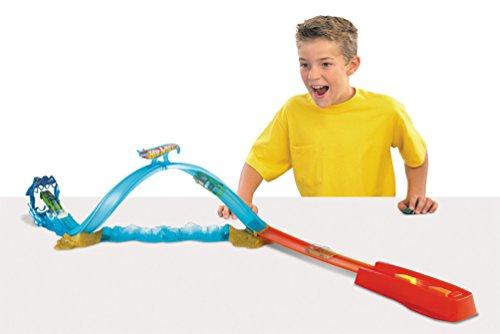 Hot Wheels Shark Slammer Track Set